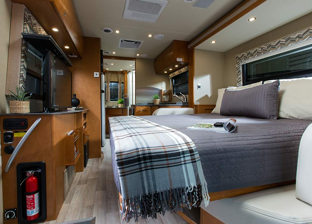 2015 Unity Murphy Bed By Leisure Travel Vans